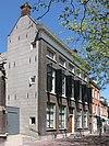 Pastorie R.K.Kerk. Statig gebouw met dwars zadeldak, lage bovenverdieping en lijstgevel. Hardstenen plint, stoep, zesruitsschuiframen met geprofileerde middenstijlen