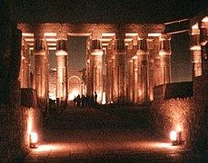 Der Tempel von Luxor bei Nacht (1, 1995, 880x690).jpg