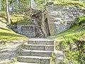 Donndorf - Fantaisie Schlosspark - Katakomben 01 - Alexandertafel (15.04.2007).jpg