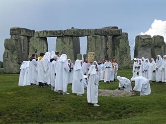 Neopaganism in the United Kingdom - Druids' ritual at Stonehenge.