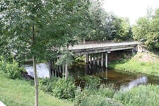 Tiltas per Dubingos upę Pabradėje. Plaukimas baidarėmis. Foto:Vilnietis