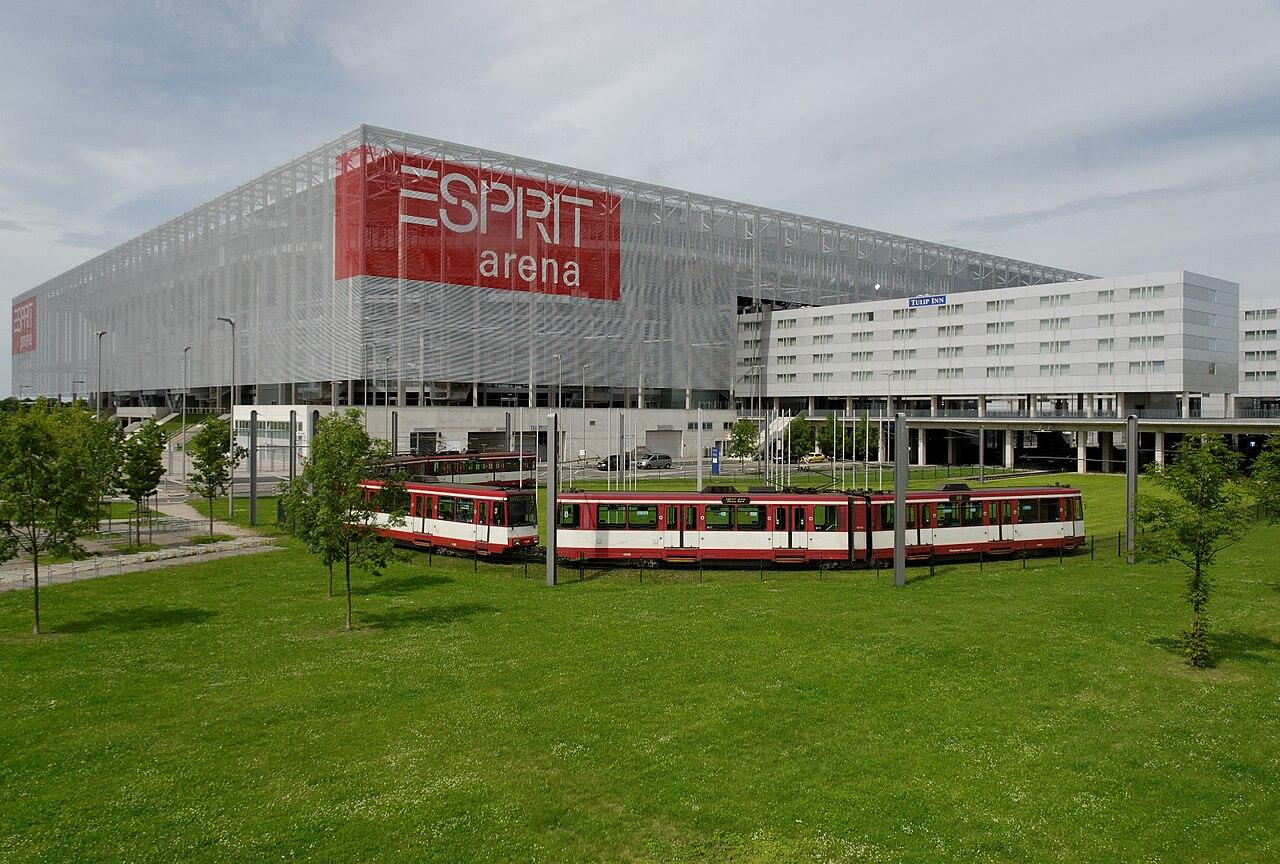 1280px-ESPRIT_arena_in_Duesseldorf-Stockum%2C_von_Sueden.jpg