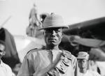 ETH-BIB-Soldat bei Betankung der Fokker-Kilimanjaroflug 1929-30-LBS MH02-07-0206.tif