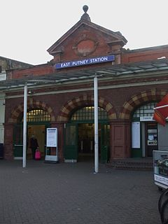 East Putney stn entrance.JPG
