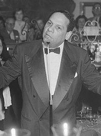 Edmundo Ros op Schiphol (1957).jpg
