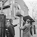 Eerste bordjes dienstregeling tram te Rotterdam geplaatst hoek Avenue Concordia , Bestanddeelnr 917-7010.jpg