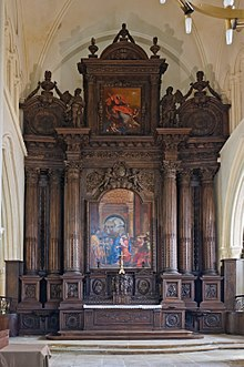 On one strict definition, this French 17th-century construction is a retable rather than a reredos, as it is all one construction Eglise Saint-Ayoul Provins retable maitre-autel.jpg