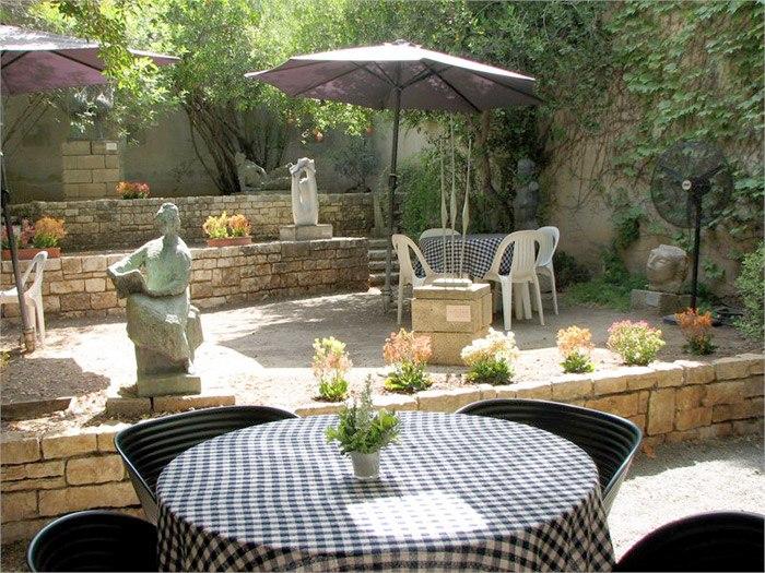 Ein Harod Museum inner courtyard 2000s