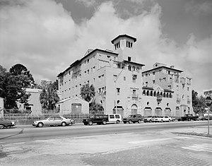 El Vernona Hotel-John Ringling Hotel - Front of the hotel
