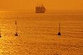 El buque escuela Juan Sebastián Elcano partiendo de la Bahía de Bayona-12.jpg
