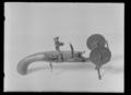 Elddon i form av flintlåspistol med vaxstapelställ, Jacob Nussbaum, Drottningholm ca 1770 - Livrustkammaren - 43598.tif