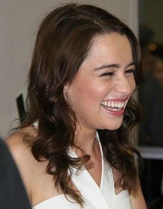 Emilia Clarke Comic Con 2011 (cropped)
