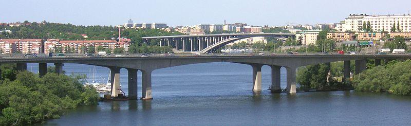 Essingebroarerne vy fra Gröndal.   I baggrunden ses Tranebergsbron.