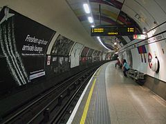 Euston tube stn Northern Charing X southbound look south.JPG