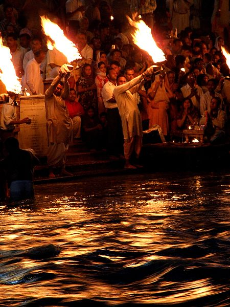 File:Evening Aarti at Har-ki-Pauri, Haridwar.jpg