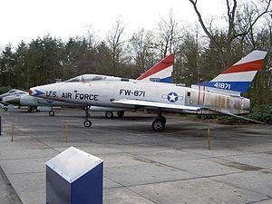 F100 USAF 41871.jpg