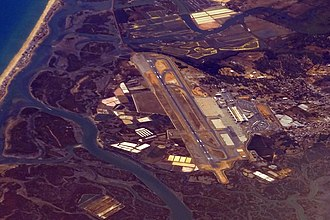 Faro Airport - Image: FAO FARO AIRPORT PORTUGAL FROM FLIGHT CDG RAK EASYJET G EFZI A319 (14778925195)