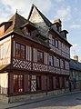 Façade de la maison à pans de bois au 59 rue de Vaucelle (Pont-l'Évêque, Calvados, France).jpg