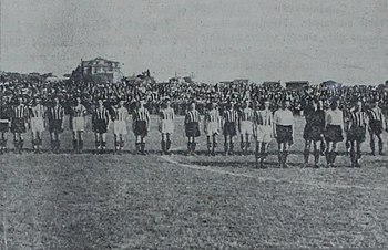 Fenerbahçe and Galatasaray squads before the match between two teams in 21 May 1939.JPG