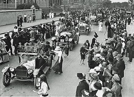 First Anzac Day parade in Sydney, along Macquarie Street, 25 April 1916. First Anzac Day in Sydney, 1916.jpg