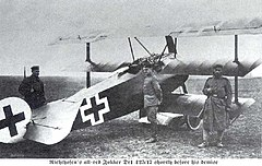 Fokker Dr1 on the ground.jpg