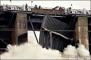 Folsom Dam - Spillway failure in 1995