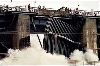 Folsom Dam - Spillway failure in 1995
