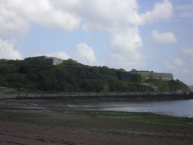 View of Fort Hubberstone, located on the west side of Milford Haven Waterway. Photo by Alvear24.