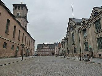 Frue Plads - Frue Plads viewed from Fiolstræde