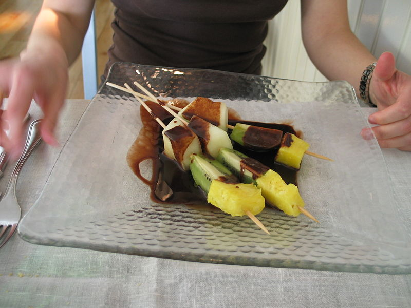 File:Fruits brochette with warm chocolate.jpg