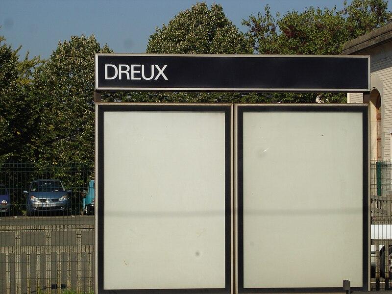 Gare de Dreux (28): Le panneau indiquant le nom de la gare.