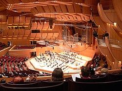 Gasteig Philharmonie Podium und Orgel.jpg