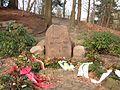 Gedenkstein für 24 Opfer von Kriegsgefangenschaft und Zwangsarbeit.jpg