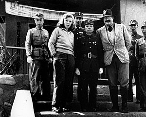 Gellhorn and Ernest Hemingway withGeneral Yu Hanmou, Chongqing, China, 1941
