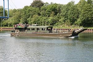 Gelsenkirchen - Rhein-Herne-Kanal - Reservist (Hafenbrücke) 02 ies.jpg