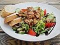 Gemischter Salat mit Putenbruststücken.JPG