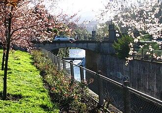 George Street, Dunedin - The historic George Street Bridge crosses the Leith at Woodhaugh Gardens.