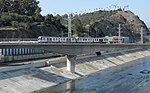 Золотая линия пересекает реку Лос-Анджелес.jpg
