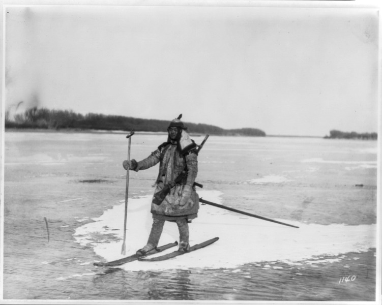 Goldes hunter on skis on ice floe, with spear and rifle LCCN2004707514