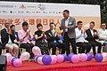 HK 上環 Sheung Wan 摩利臣街 Morrison Street 永樂街 Wing Lok Street public square 假日行人坊 Holiday bazaar visitors November 2018 SSG 05.jpg