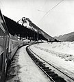 HUA-168180-Afbeelding van de Bergland Expres Den Haag Innsbruck in een Alpenlandschap.jpg
