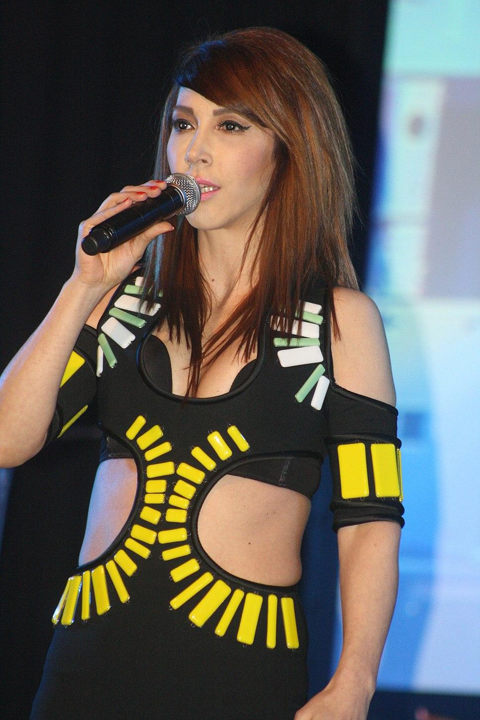 Hande Yener (10)