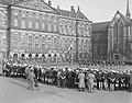 Herdenking St. Jorisdag op de Dam in Amsterdam. Vlaggenparade, Bestanddeelnr 908-5174.jpg