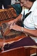 Herstellung von Zigarren in Handarbeit.jpg