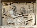 """Huis """"De Spinster"""", bas-reliëf met uitbeelding huisnaam, Karel de Stoutelaan 1, Brugge.JPG"""