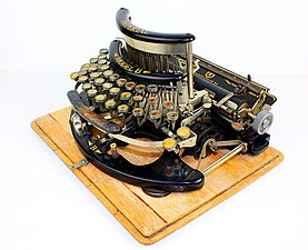 Imperial typewriter model B with Cyrillic letters 02