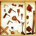 Indirectly struck idiophone (3) Astindutakoak, Ratchet, Maraca - Soinuenea.jpg