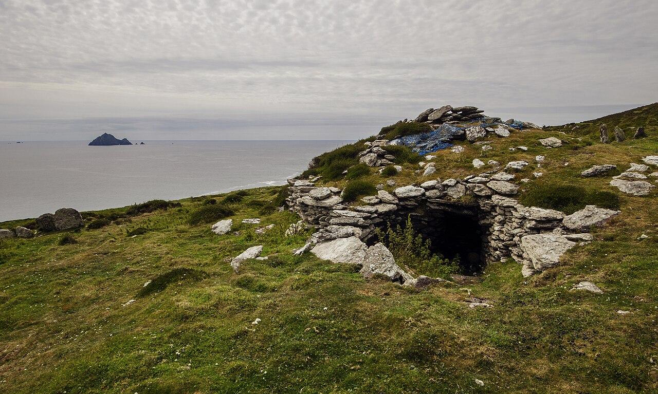 file inishtooskert large clochaun blasket islands
