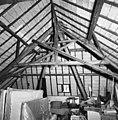 Interieur zolder, overzicht kapconstructie linker kap - Breda - 20332539 - RCE.jpg