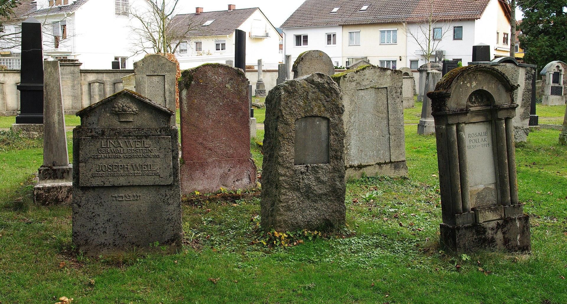 Israelitischer Friedhof (Freiburg) 11.jpg